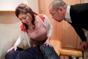 西山あさひ 今にも零れそうなノーブラ巨乳で乳首から目が離せなくなっちゃう夫の上司の性欲を刺激する爆乳人妻