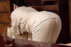 如月千鶴 未亡人母と新しい恋人とのセックスを目撃の息子が発情してむっちり美尻に襲いかかっちゃう