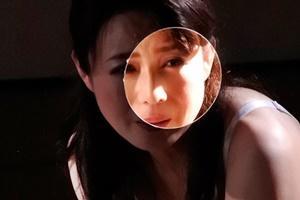 三浦恵理子 壁の穴を覗いたら熟女人妻がオナニーしてた!チンコを挿れたらフェラされた