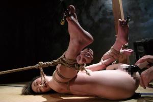 小野麻里亜 美脚スレンダー美女が縄で両手足拘束バイブ責めで連続絶頂地獄