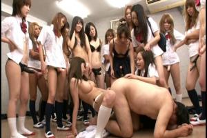 美少女達がベニパン付けて男を襲う!大切な人が目の前で繰り広げられるアナルセックスに犯される
