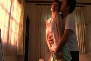 水城奈緒 巨乳な性欲を持て余す欲求不満な美人妻が手マンに感じちゃって他人棒挿入不倫セックス