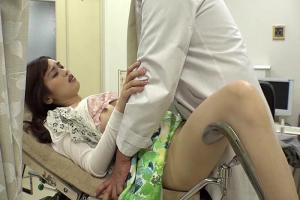 変態医師に捕まってしまった美人奥さん!旦那よりも濃厚な精子で種付けマーキングされる!