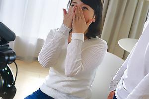 牧村彩香 おっぱいの大きい美熟女人妻がカメラの前でおっぱいを揉まれて感じてしまう