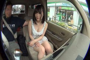 素人娘に車内でセンズリ鑑賞してもらった!スリルでやけに興奮しちゃって手コキに発展してしまう!