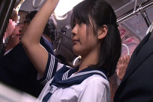 学生服が似合う大人しい美少女JKが通学中の電車で潮吹くまで何度もイかされてそのままお持ち帰り