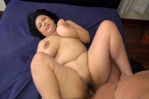 寺島志保 爆乳美熟女が義弟に覗かれながら旦那と激しいセックスでおっぱいを揺らしながら感じまくる