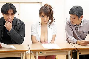 Hitomi 爆乳ボディコンで男たちの視線が釘付けの性欲刺激してフェラ&パイズリのバックでハメちゃう