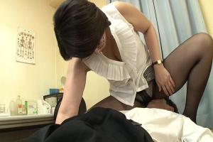 円城ひとみ 学校では超厳しい女教師の熟女ママは家では息子を溺愛して近親相姦までしちゃう痴女!