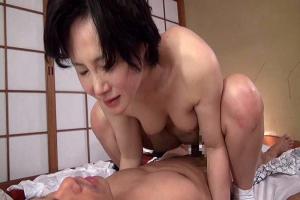 赤坂ルナ 熟女女将がお客さんにフェラとSEXでおもてなししてくれる旅館がある
