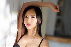 影山さくら 18歳小麦肌で外国人のような巨尻美少女がS1専属デビュー