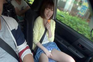 森保さな 色白の童顔美少女車内でオナニー開始!ローターをパンツ越しにあてて感じちゃう