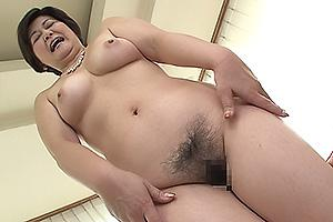 山口寿恵 ムチムチの五十路熟女がAVデビュー!巨乳と陰毛丸出しで人妻ボディを公開