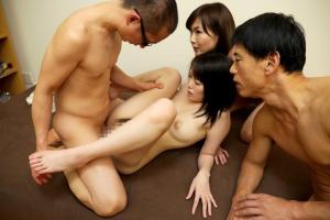 加納綾子 七緒ゆづき 美人母娘の家族ぐるみの性教育の実地セックスで近親相姦を兄妹で実践も