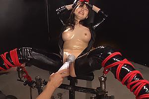 綾波ゆめ拘束されて拷問をうけてしまうキャットスーツの女捜査官!オモチャで凌辱されアクメ地獄