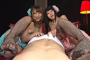 桜井あゆ友田彩也香美脚の痴女コンビがM男を責める!ちんぽを足コキしたらちんぐり返しでアナル舐め