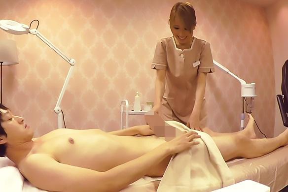 北川エリカ 連日大盛況のメンズエステにはドMな巨乳嬢が在籍!客におもちゃ仕込まれたまま施術してた