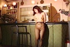 熟女が従順な愛玩具に!バーで裸で立たされご主人様におマンコを弄られる調教プレイ