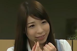 香山美桜 仕事で疲れ切った後輩の制服OLにチョコレートをプレゼントして口説き落とす!