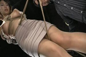 篠田あゆみ 縛り上げられたドスケベボディの美人人妻が滅茶苦茶エロく調教されていく