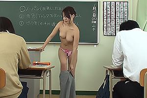 八ッ橋さい子 アプリで洗脳された美巨乳女教師!生徒の前でストリップしてまんこをくぱあ