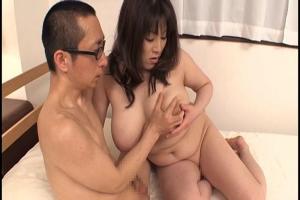 白鳥寿美礼 可愛い息子の為ならとオマンコも爆乳も好き放題させてしまう淫乱な人妻!