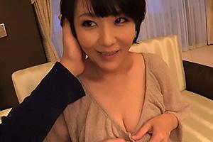 円城ひとみ 美人な人妻熟女と不倫デートでホテル突入!巨乳を揉みまくり乳首を舐めまわす
