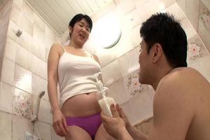 上島美都子 ノーブラ乳首が浮きまくりの五十路熟女とお風呂!洗体でフル勃起したちんぽをフェラ抜き