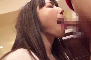 加藤あやの 人妻がショタのチンポを手コキフェラ!しっかりザーメンを口内射精される