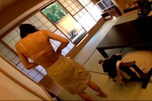 相田ゆりあ 不倫とは無縁そうな三十路すぎのスレンダー体系の人妻が温泉旅行で背徳行為に溺れる