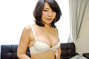 藤井小百合 元ミス日本のファイナリストが六十路を越えてAVデビュー!子持ち人妻が水着姿でオナニー
