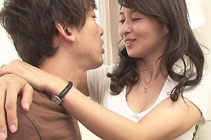 北川礼子 四十路すぎの熟女美人生保レディが枕営業という名の契約テクニックで男を誘惑する!
