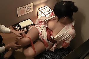 リフレサロンで盗撮開始!浴衣姿の美人なお姉さんを脱がせてノーブラ巨乳にしゃぶりつく