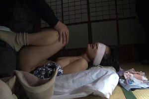 【ヘンリー塚本】自宅に押し入った強姦魔に脅され目隠しをされたままレイプされてしまう巨乳美女