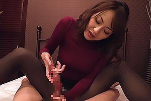 広瀬奈々美 黒パンスト美脚のスレンダー熟女!言葉責めしながらちんぽをねっとり手コキ
