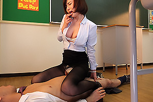 里美ゆりあ 若くてスタイルも抜群な憧れのスレンダー巨乳の女教師と教室で着衣生ハメ中出しSEX