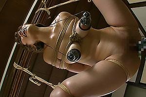 藤川れいな 巨乳スレンダー美女が拘束宙吊り状態で電マピストンマシン責め連続絶頂