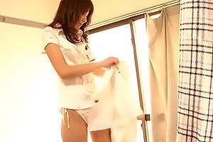 白スーツがよく似合う美人な女子社員!ちんぽ手コキしたらスカートを脱いで純白紐パン露出