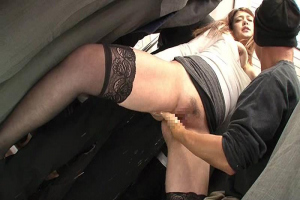 媚薬でキマってしまった美女を電車内レイプ!淫乱化した女はフェラや潮吹きまでしてガチセックス!
