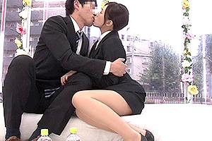 【マジックミラー号】上司と部下のビジネス関係からと男女関係に発展するSEX!