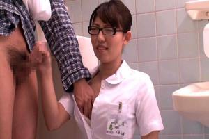 入院したらまさかの担当看護師が妹!禁欲中のギンギンに勃起した兄のイチモツ見た妹は…