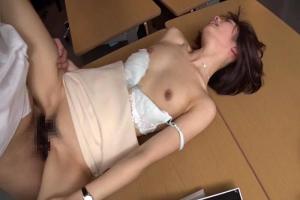 川上奈々美 美乳スレンダーOLがオフィスで犯される強制フェラさせられハメられる