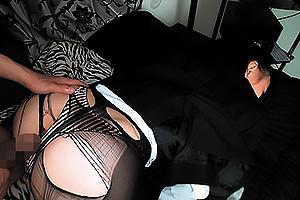 吉永あかね スーツがはちきれんばかりのムチムチ黒パンスト美女が寝てる間にエッチな悪戯!