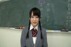 木村つな メガネ美少女がロッカー室で男子を襲っちゃう!おしっこ放尿ぶっかけ生徒会長