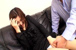 人妻がおマンコを手マンとディルドで弄られ感じまくり!その後ベッドで男根挿入連続ピストン!