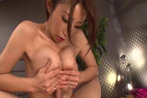 篠田あゆみ胸の谷間にチンコ挿入させちゃう美巨乳痴女お姉さん!極上パイズリ!