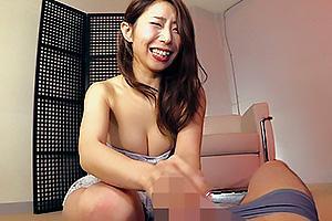 篠田あゆみドレス姿の巨乳美女が激しい手コキでちんぽを鬼責め!あまりの快感に男の潮吹き