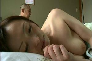 【ヘンリー塚本】娘の婚約者を寝取ってしまう淫乱熟女の母親!フル勃起ちんぽで串刺しにされ感じまくり