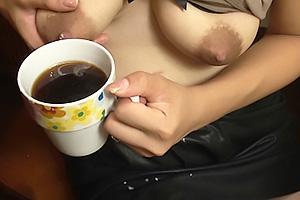 倉橋舞 Gカップ爆乳おっぱいのエッチで美人な家庭教師!飲み物に大量の母乳を搾っちゃう