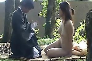 変態僧侶と野外で青姦ファック!全裸にされてしまい巨乳を振りながら騎乗位で激しく腰振り